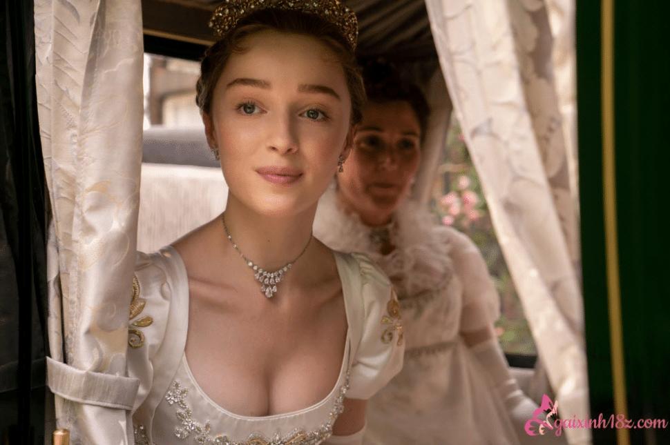 Vẻ đẹp sexy của nữ diễn viên Phoebe Dynevor phim Bridgerton 1