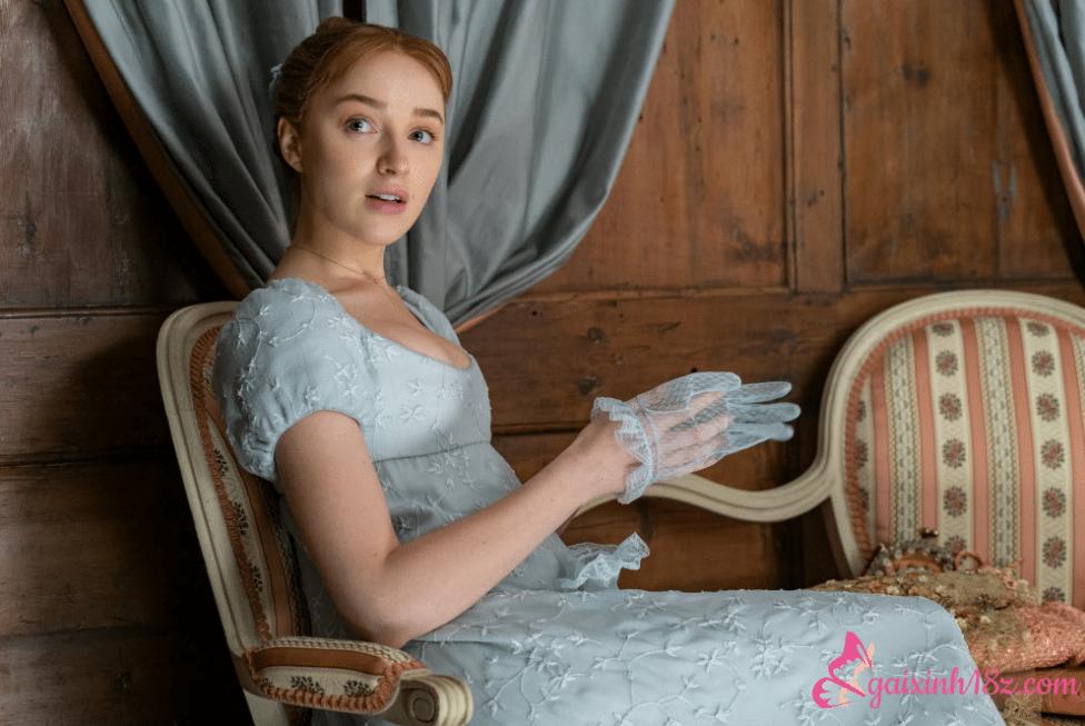 Vẻ đẹp sexy của nữ diễn viên Phoebe Dynevor phim Bridgerton 2